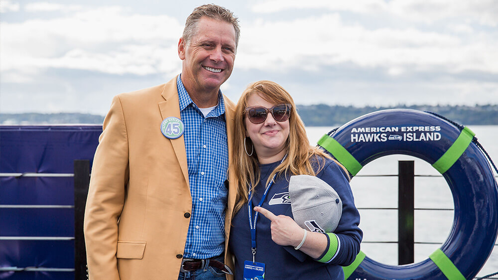 Steve Largent poses with fan